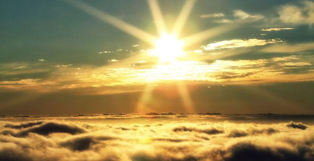 A kiégés rétje felett, a felhők és az ég között süt a nap! –Ez azt jelenti van remény! Mindig van remény!